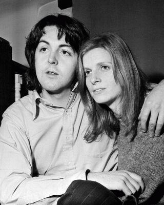 Se Casa Por Priemera Ves Paul McCartney Y Linda Eastman