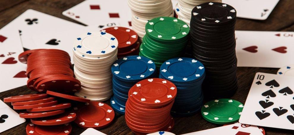 бульдоги играют в покер